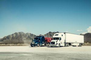 Trucks garés sur une station essence américaine en californie.